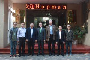 Prof. Hopmann in Begleitung von Dr. Hans Wobbe mit Vertretern der South China University of Technology, Beijing. Quelle: IKV Aachen